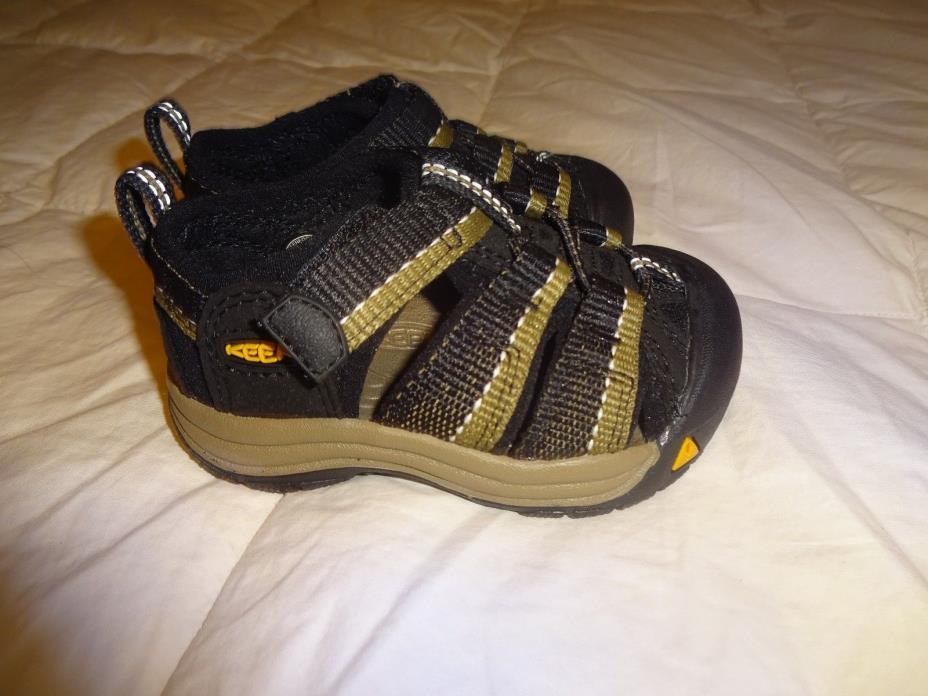 NEW Boys KEEN Sandals, size 4 sandals, Black & Brown, Newport