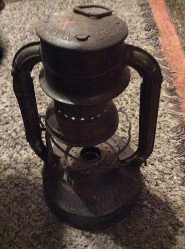 Vintage Old Collectible Dietz Little Wizard Kerosene Iron Lantern / Lamp , USA