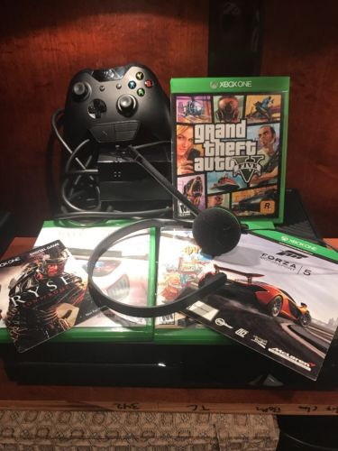 XBox One Console (500 GB) with games/accessories