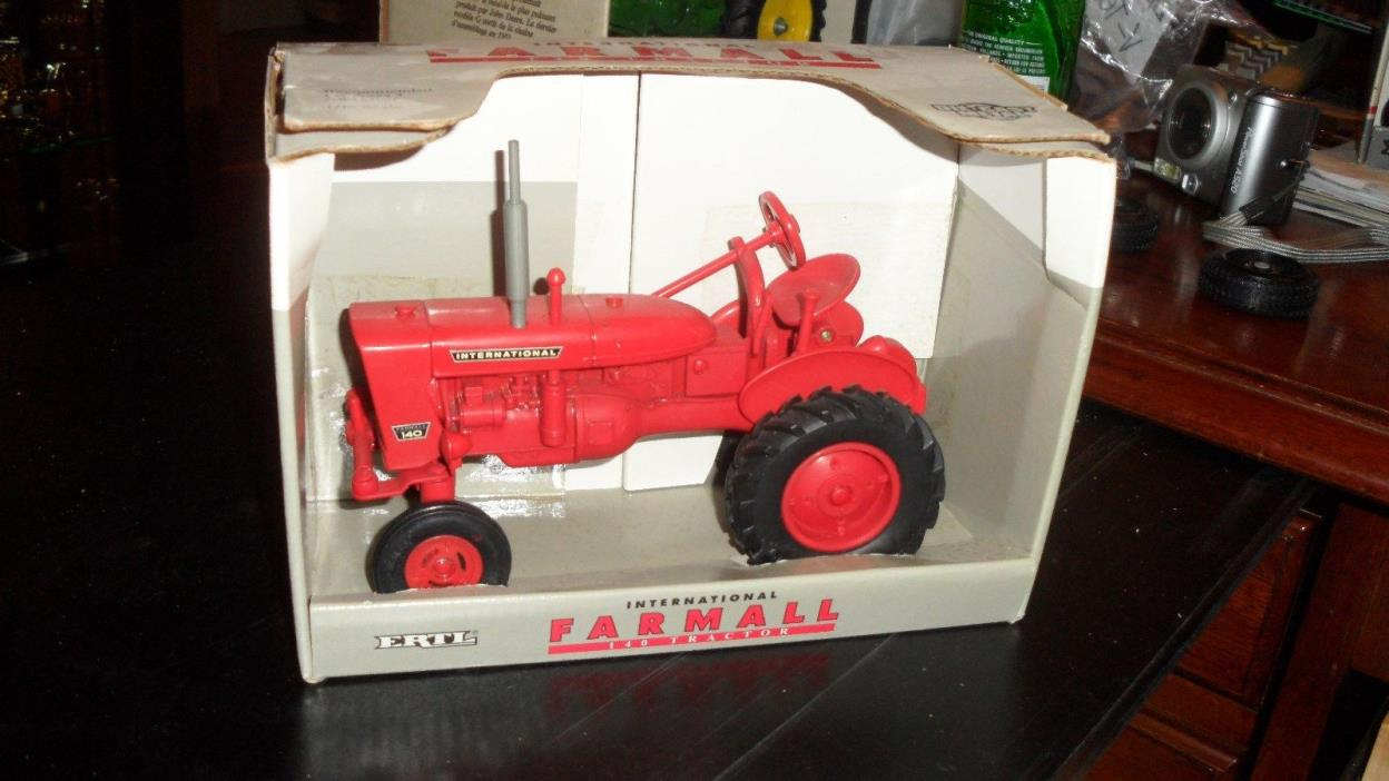 Ertl International Farmall 140 Tractor 1/16 RARE