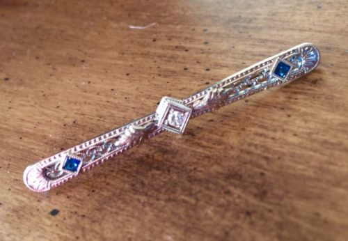 14 Kt. Art Deco Style Sapphire And Diamond Bar Pin - 18 / 14 Kt White Gold