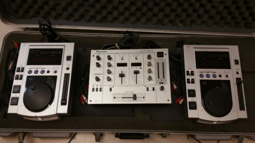 NICE Pioneer DJM-300-S and 2 CDJ-100S Stereo CD DJ Mixer System with Hard Case!!