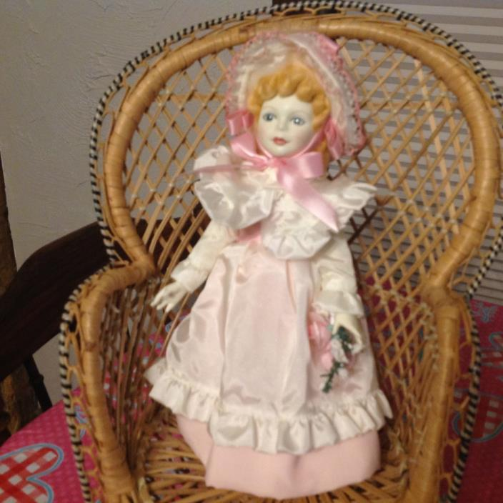 1982 ROYAL DOULTON  KATE GREENAWAY NISBET LIMITED EDITION DOLL #1005 Silk Dress