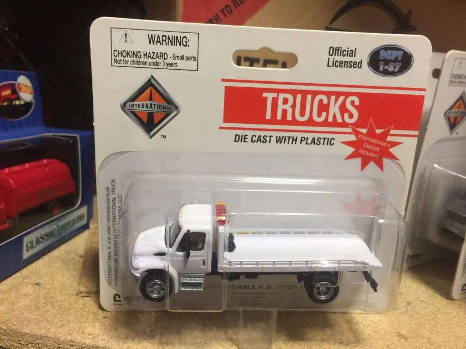 Boley HO  1:87 scale  International Auto Tow Flatbed Truck DEPT 1-87 ALL WHITE