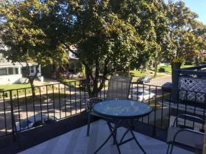Looking for Roommates? 1B Available in a 3B (Prefer Female) $491 1bd