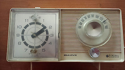 Vintage General Electric C1460=B clock radio, honey beige color