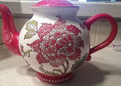 Dutch Wax Teapot :: Red Flower w Green leaves and Cheerful Dots