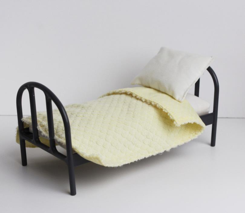 Madeline Doll Dollhouse Eden Bedroom Plastic Bed Mattress Pillow Blanket