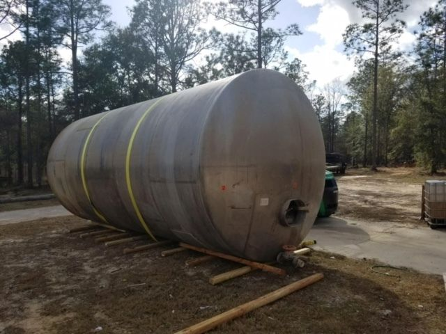 12,000 GALLON STAINLESS STEEL HORIZONTAL TANK WITH AGITATION