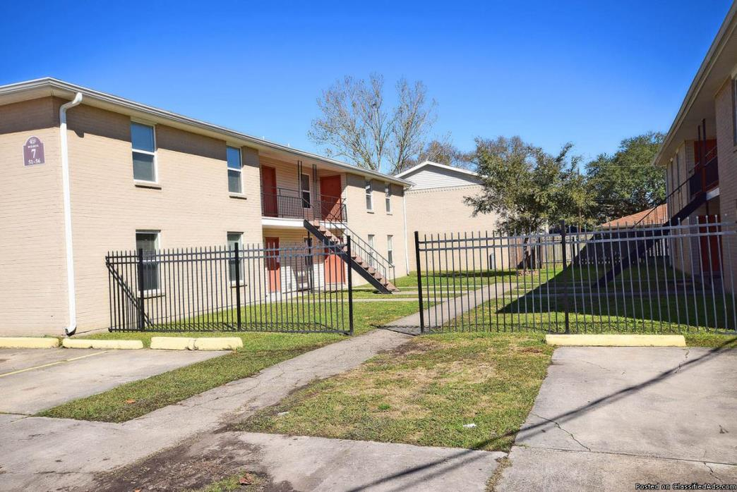 RENOVATED 2 BEDS/1 BATH APARTMENT!