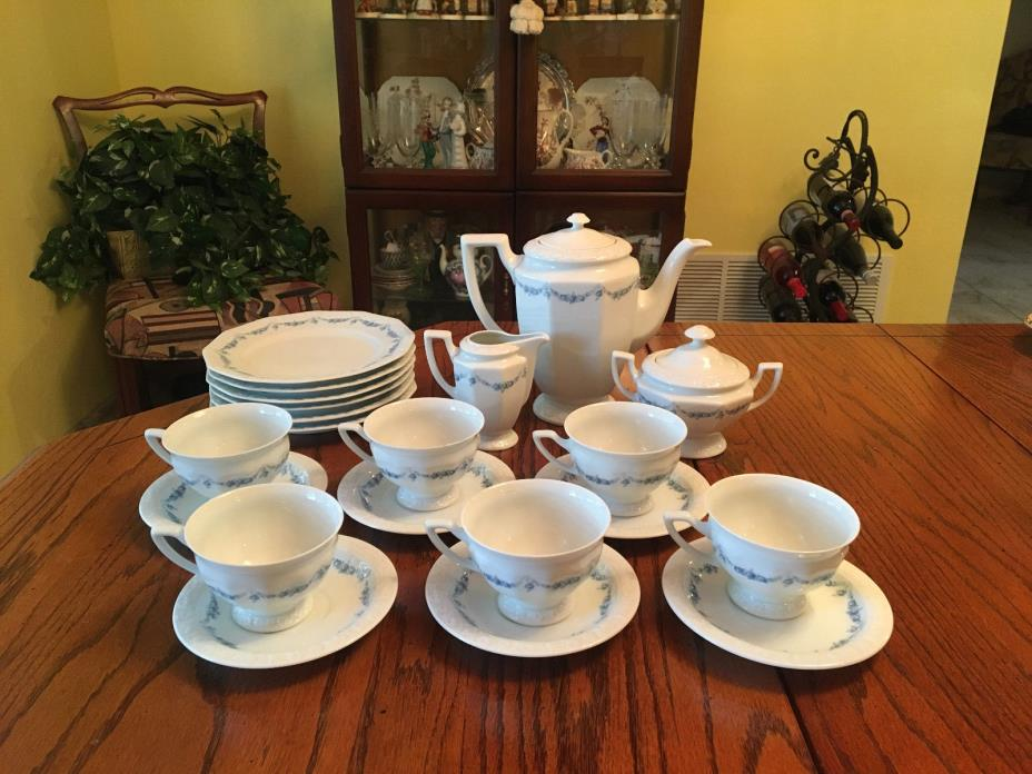 Beautiful 21pc Set of Rosenthal China Classic Rose with Coffee / Tea Pot Service