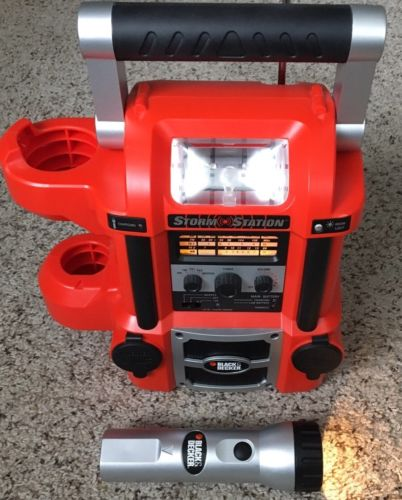 Black And Decker Storm Station Rechargeable Power Source Radio Light