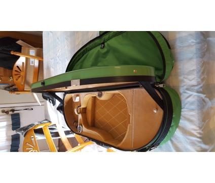 Violin Case: Bobelock Hard Half Moon case for full size violin
