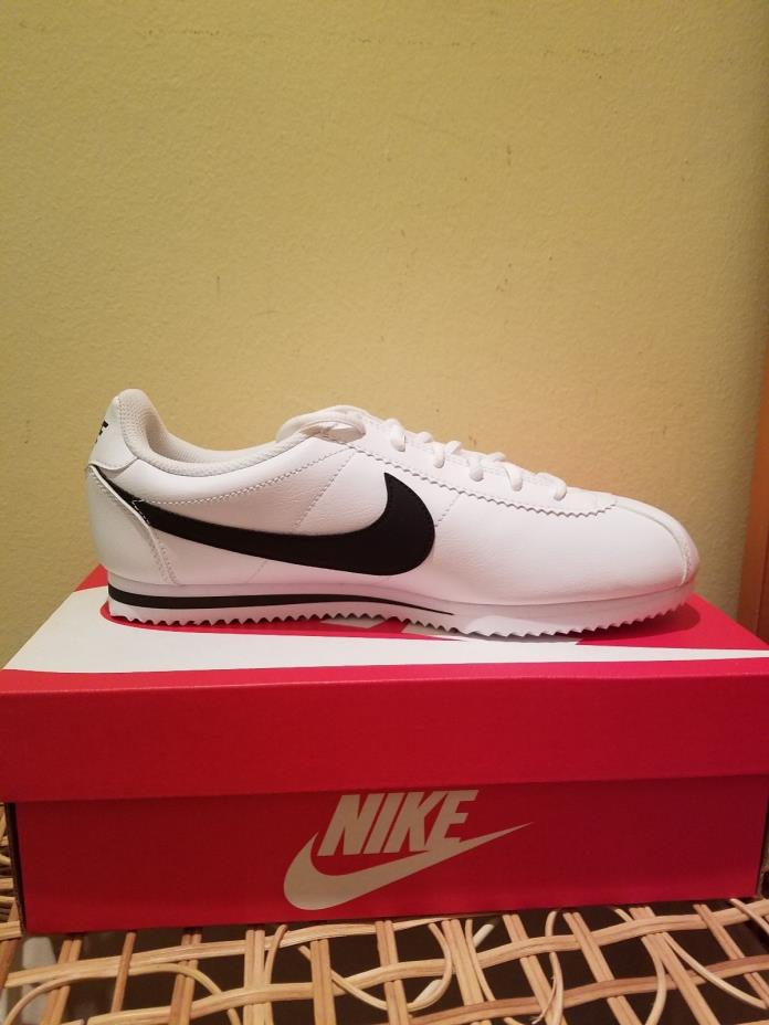 Nike women sneakers, Size 7 Brand new