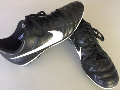 Nike Boys Cleats Size 5.5