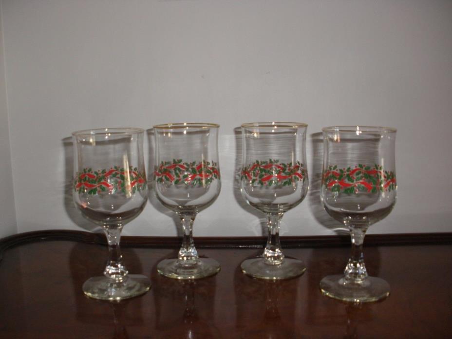 Vintage Stemmed Holly & Berry Gold Trim Stemmed Christmas Wine Glasses, Set 4