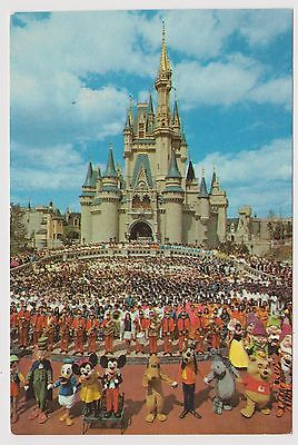 Classic Postcard Walt Disney World - Mickey Mouse & Cast of Thousands Welcome