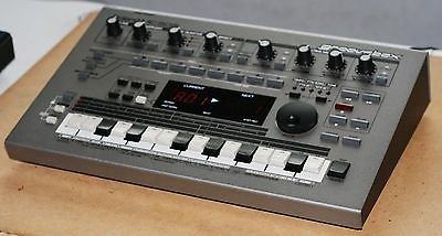 Roland MC-303 groove box synthesizer drum machine Great Condition!
