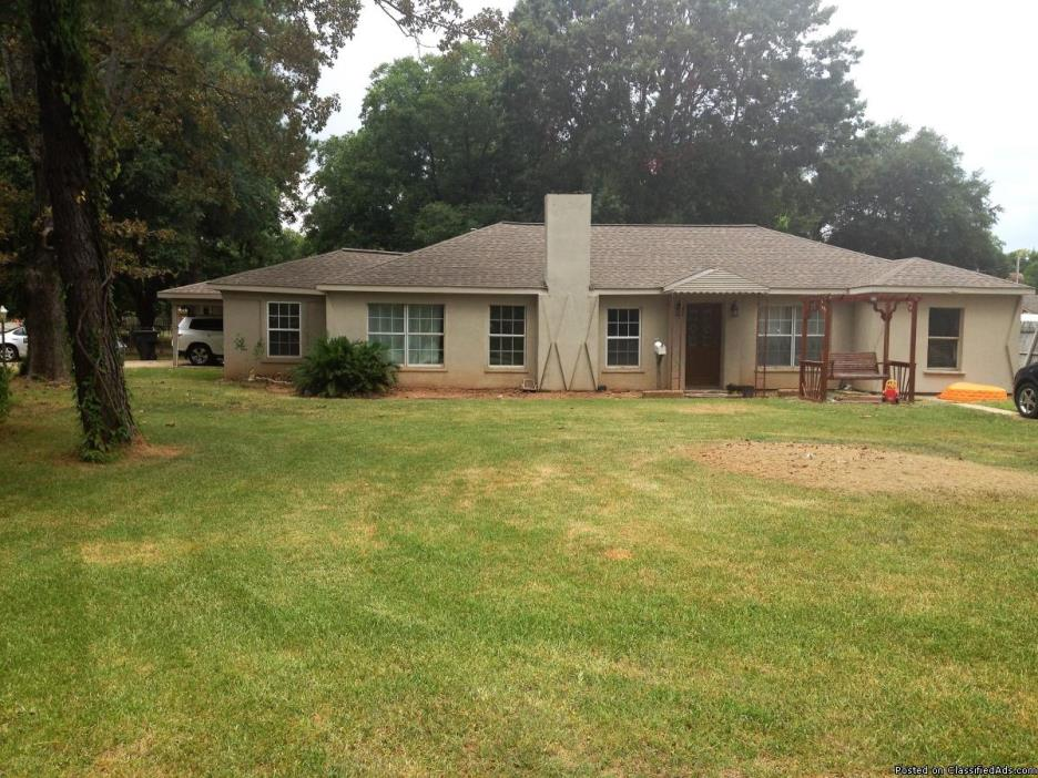 308 Jacquelyn St Bossier 4 Bedroom 2 Bath 1751 Sq. Ft of Living space Located...