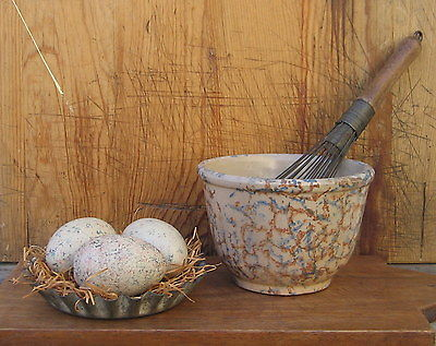 3 Primitive Handpainted Wooden Eggs Rusty/Red Blue Vintage Tin Tray Hens Nest