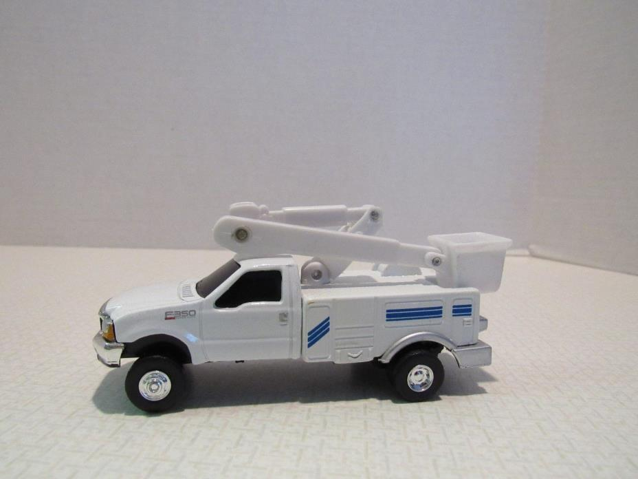 1/64 Ertl Farm Toy CUSTOM FORD PICKUP UTILITY TRUCK WITH ARM LIFT
