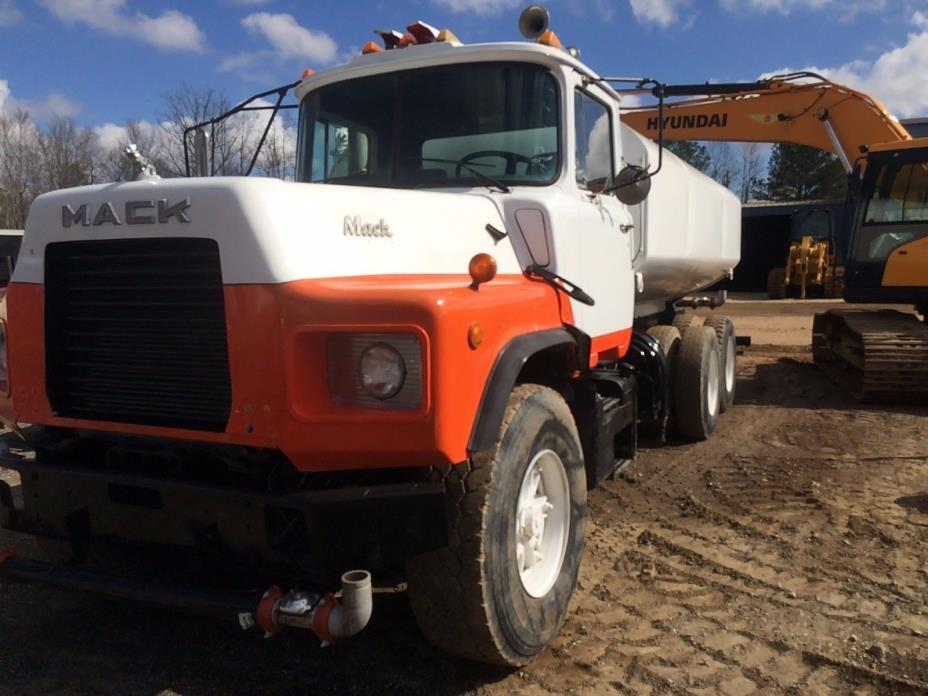 1995 MACK DM 690S WATER TRUCK
