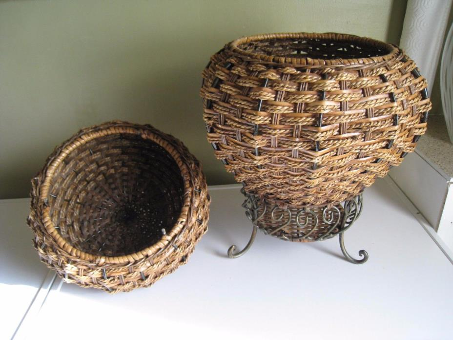 Storage Basket Woven w/ Lid Cover Sturdy Metal Legs Rope India Sewing Box Round