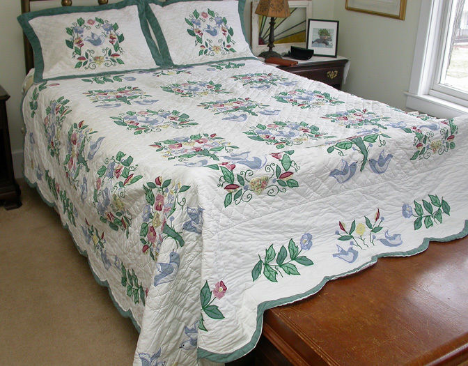 Vintage Commercially Made Hand Sewn Quilt & Shams