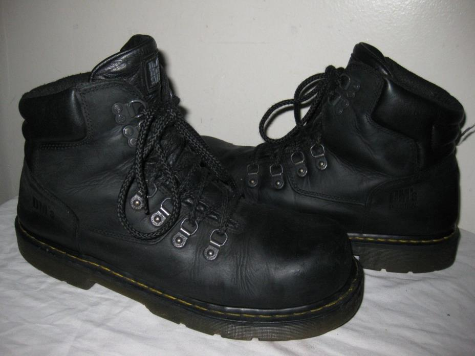 A pair of used men's boots. They're still in very good condition and ready to wear. They're also well protected against snow and rain.