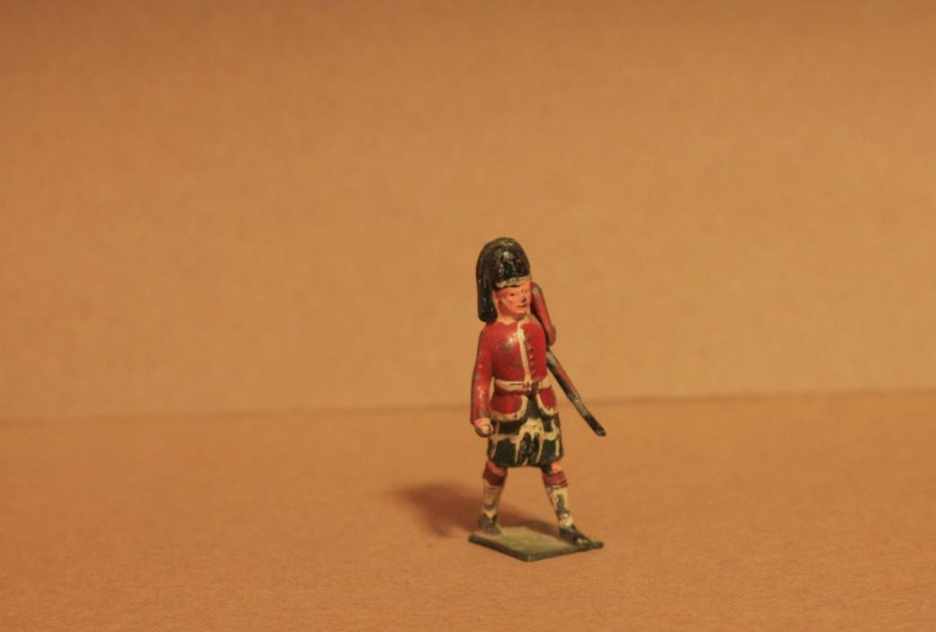 VINTAGE LEAD TOY SOLDIER - SCOTTISH BRITISH ARMY - 100% ORIGINAL - Q 905
