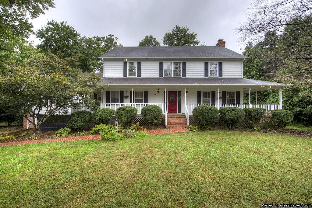 Breezewood 200 Chinaberry Dr. Fredericksburg, VA 22407 For Sale! By:1245Team