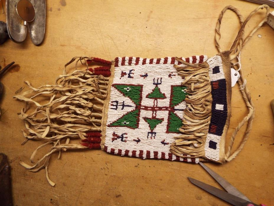 NICE OLD NATIVE AMERICAN INDIAN SIOUX BEADED BAG  SINEW TYED