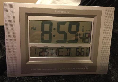 ATOMIC RADIO WAVE WALL OR DESK CLOCK by Radio Shack