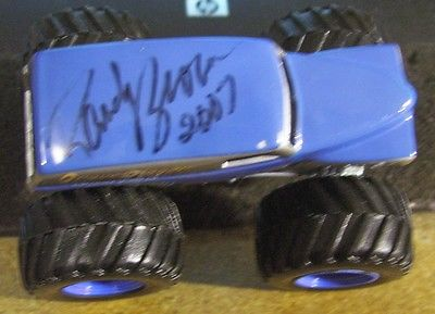 Diecast toy Grave Digger Hot Wheels Monster truck Randy Brown 2007 autograph