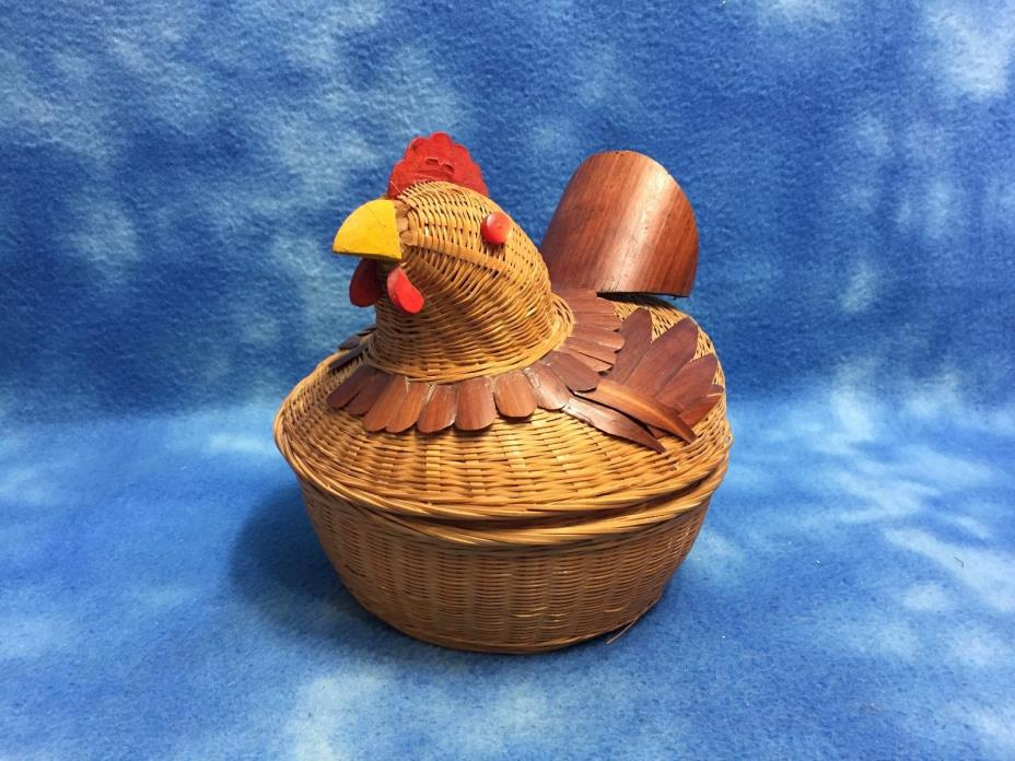 WOVEN WICKER BUTTON SEWING CRAFT BASKET ROOSTER CHICKEN HEN ON NEST~EXC. COND