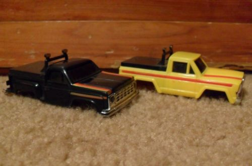 2 VINTAGE 80's STOMPER / ROUGH RIDERS BODIES W/ SIDE CLIPS JEEP & CHEVY NR