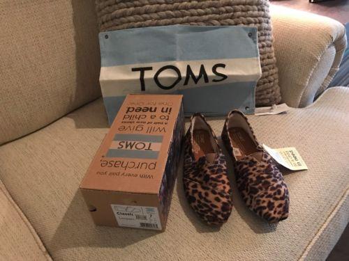 *Authentic* Toms Classic Leopard Size 7
