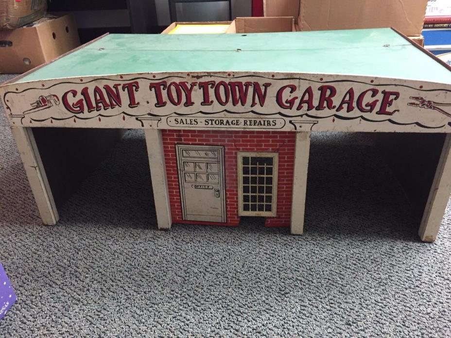 VINTAGE GIANT TOY TOWN GARAGE PLAYSET