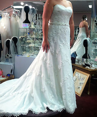 WEDDING DRESS SIZE 16, IVORY