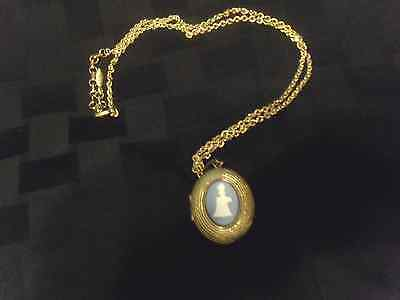 Vintage AVON HONOR AWARD PRESIDENT'S CAMPAIGN 1966 Cameo Locket with Chain NICE!