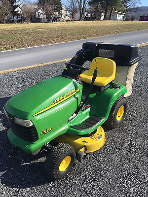 John Deere LT133 Lawn Tractor Riding Mower - 13hp/38