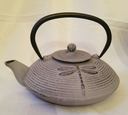 Old Dutch Cast Iron Placidity Teapot, 26-Ounce, Lavender Teapots