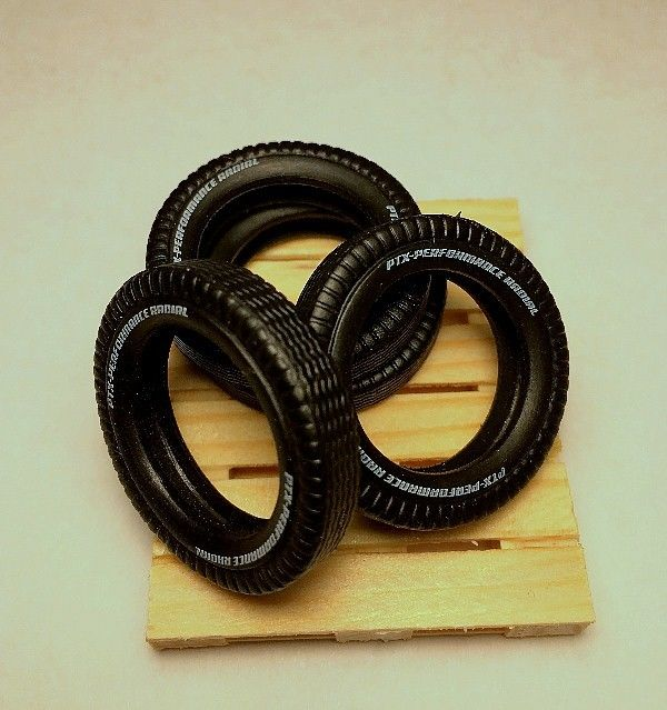 1:24 scale a set of 4 Soft Rubber tires and pallet For your Diorama Accessories