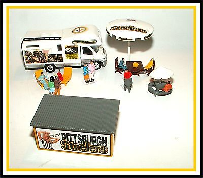 HO Scale _ Pittsburgh Steelers _ Tail Gate Party w/ Motorhome, Trailer, and Gear
