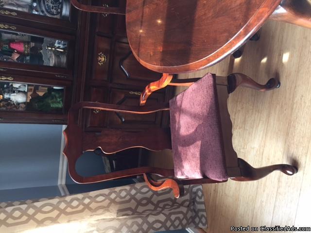 Kincade Queen Anne Cherry Dining Room Set