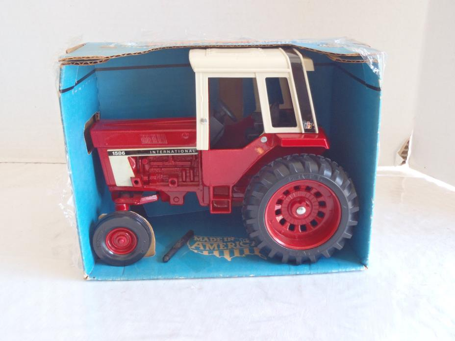 Vintage ERTL International 1586 Tractor DieCast 1/16  w Box
