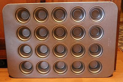 NEW COMMERCIAL  CHICAGO METALLIC LARGE CROWN MUFFIN PAN  44555