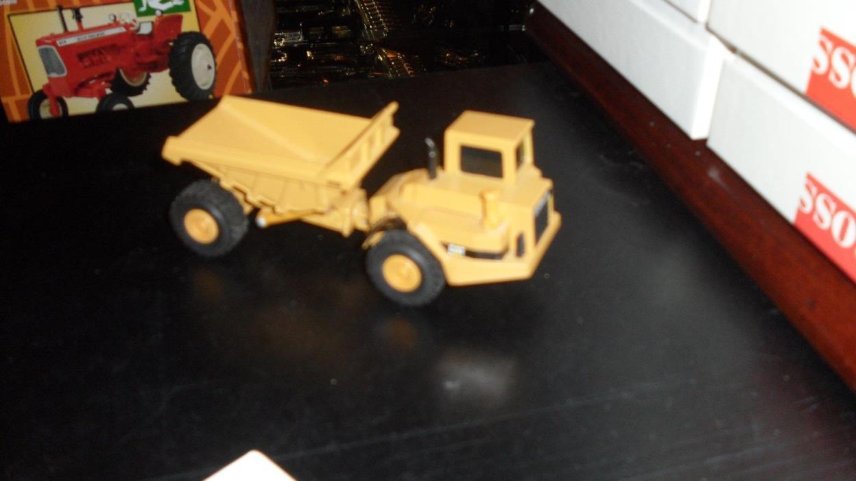 Ertl Caterpiller Dump Truck  OLD 1/64 RARE