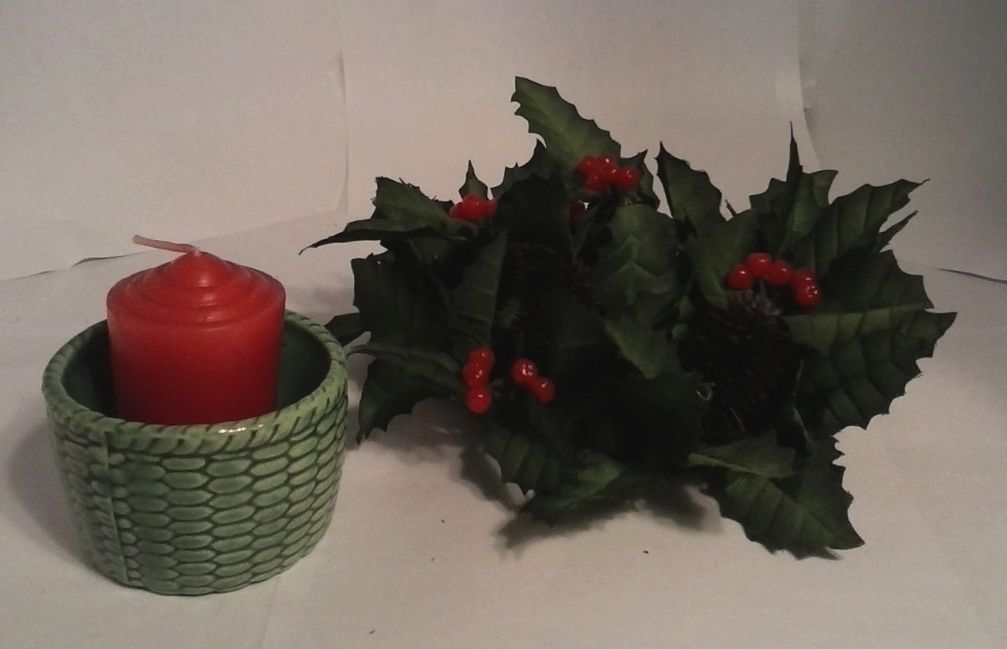 Vintage Christmas Pine,Berries,candle ring,w/Porcelain candle holder & candle,