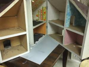 Doll House - FREE (Amherst)